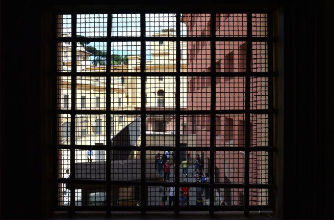 Perquisizioni in carcere minorile Airola, recuperati cellulari