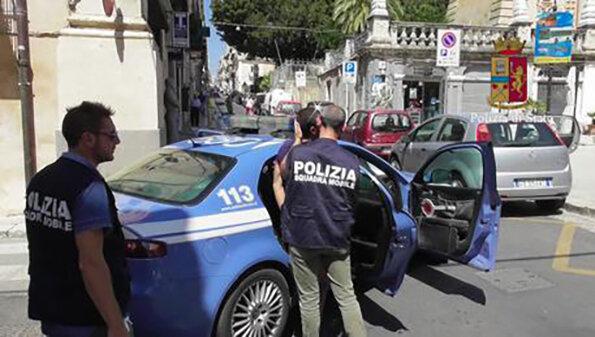 Napoli, sparatoria in pieno giorno: 4 feriti in una lite condominiale