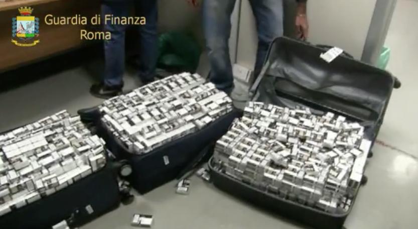 Sigarette di contrabbando nascoste nelle valige, maxi sequestro da 5 quintali