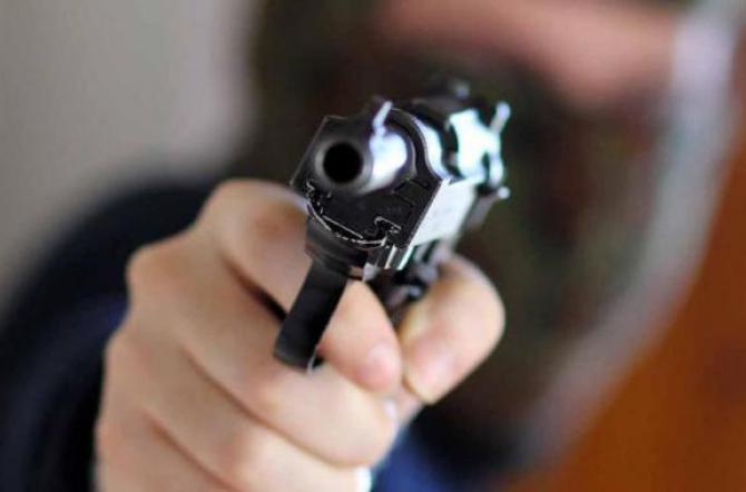 Agguato nel napoletano: colpiti figlio del boss e la compagna