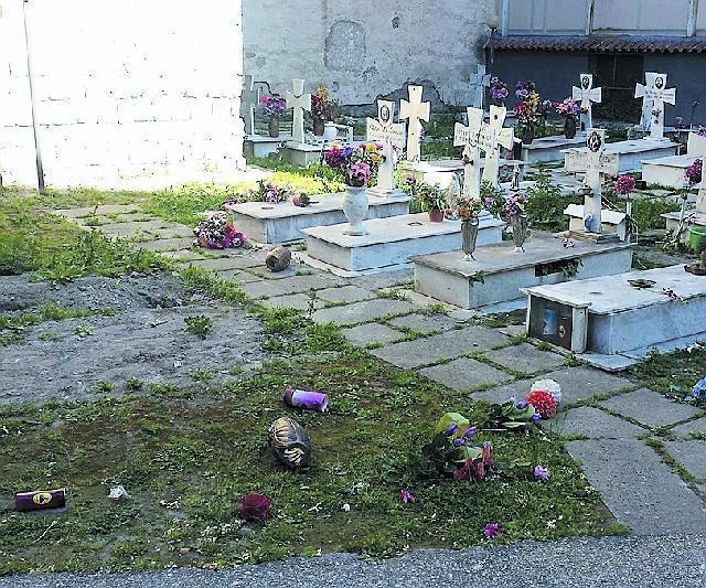 custode cimitero