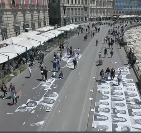 Lungomare di Napoli, l'installazione di JR vista dal drone
