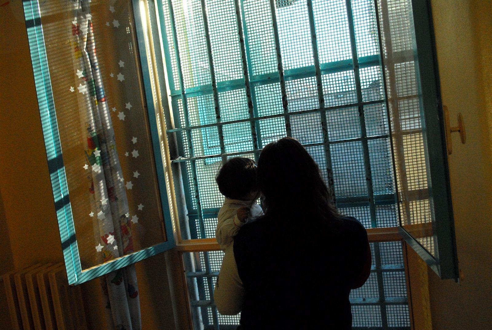 bimba 4 mesi carcere mamma