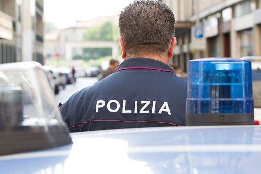 Napoli, pusher arrestato dalla polizia in piazza Garibaldi ...