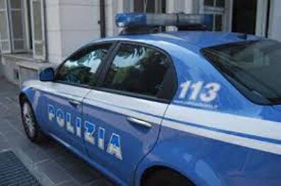 Profumi Poggioreale, Napoli, vende profumi in un basso a Poggioreale: denunciato