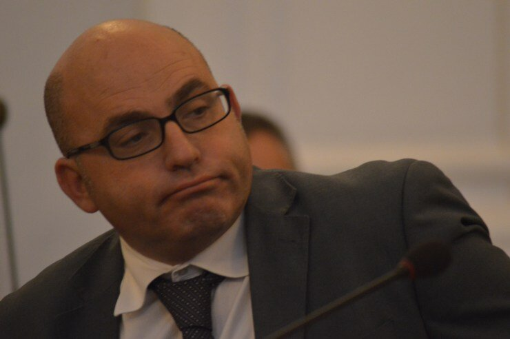 Castellammare, quattordici consiglieri mandano a casa il sindaco Pannullo
