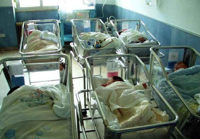 Bambine scambiate: il Malzoni licenzia le infermiere