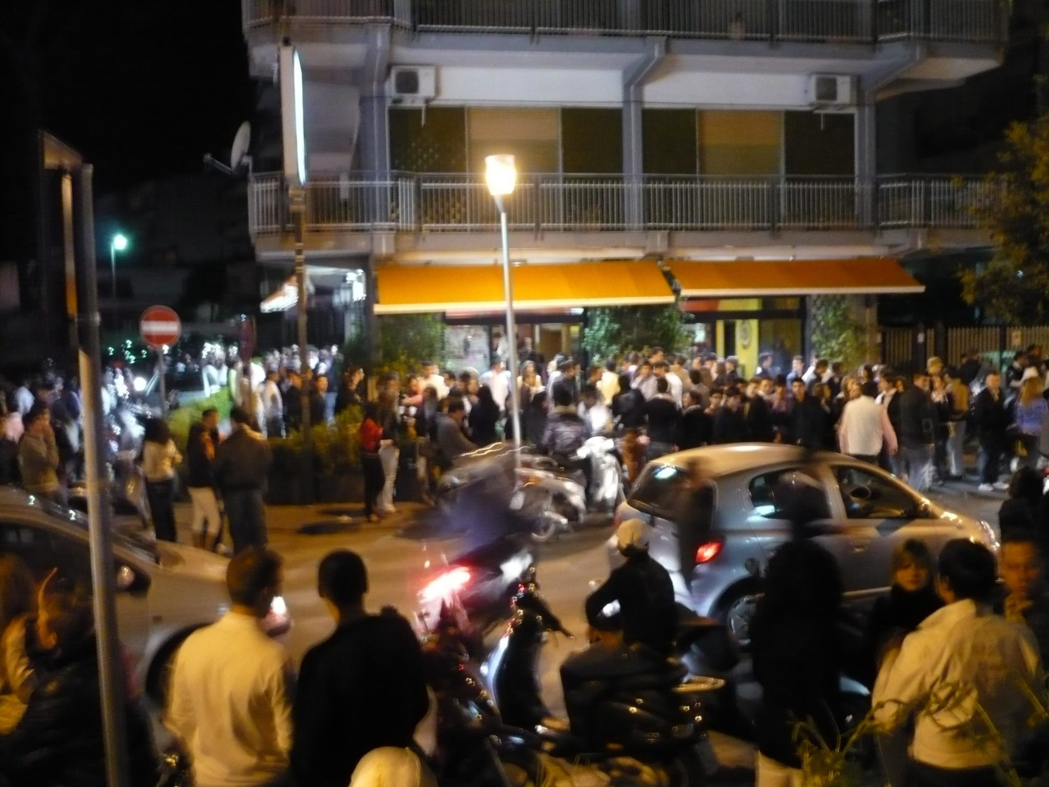 Movida violenta ad Aversa: migrante esplode colpi in aria a salve