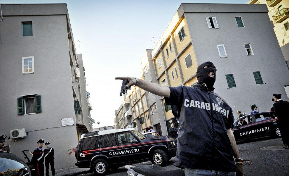 carabinieri blitz scampia