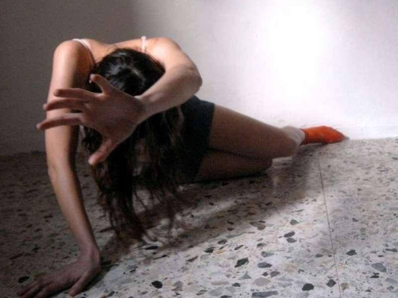Napoli, picchia la compagna incinta: la donna perde il bambino