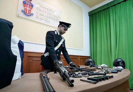Colpo al clan Lo Russo: 43 arresti Sequestrato anche l'arsenale del clan