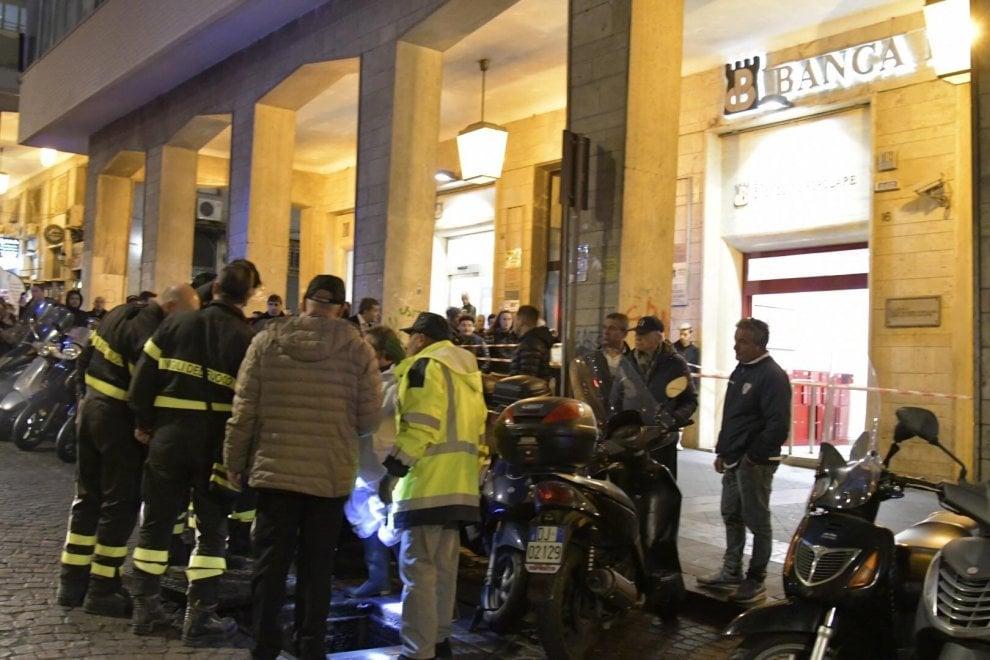 Rapina in banca a Napoli, i ladri scappano via con il bottino