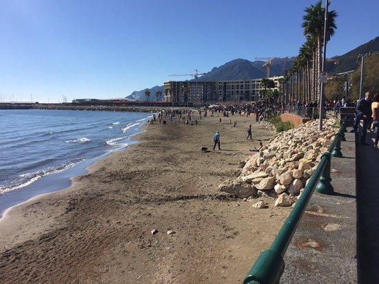 Matrimonio Spiaggia Salerno : Salerno violentarono una connazionale sulla spiaggia di