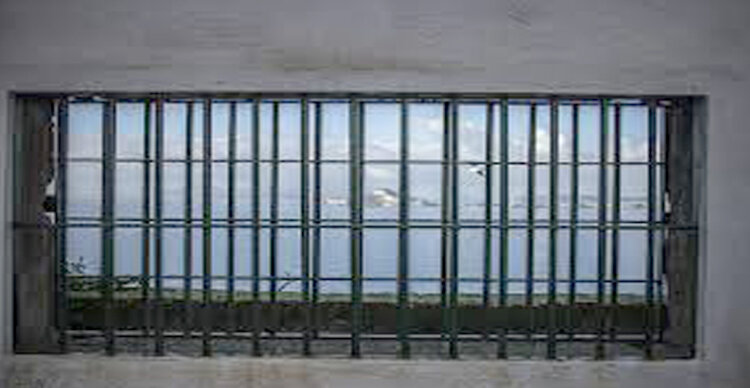 Evade dal carcere di Nisida: era in permesso premio