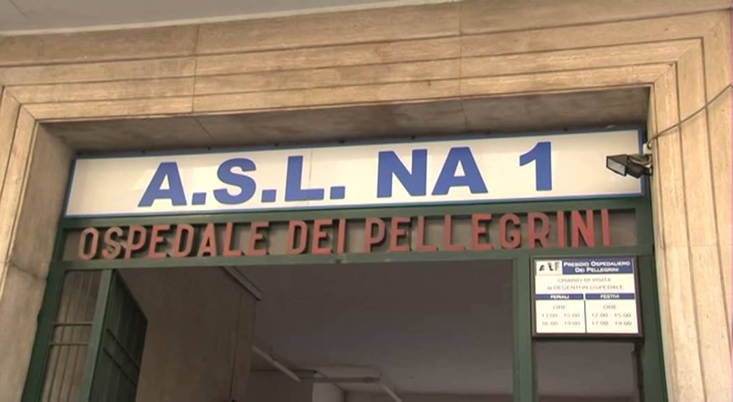 Vasca Da Bagno Ufo : Napoli giallo ai quartieri: 20enne trovato morto nella vasca da