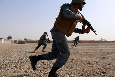 Tre attacchi kamikaze in Afghanistan, anche a intelligence a Kabul
