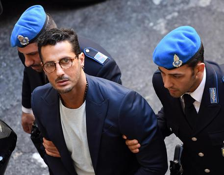 Fabrizio Corona di nuovo in carcere: ecco cosa è successo!