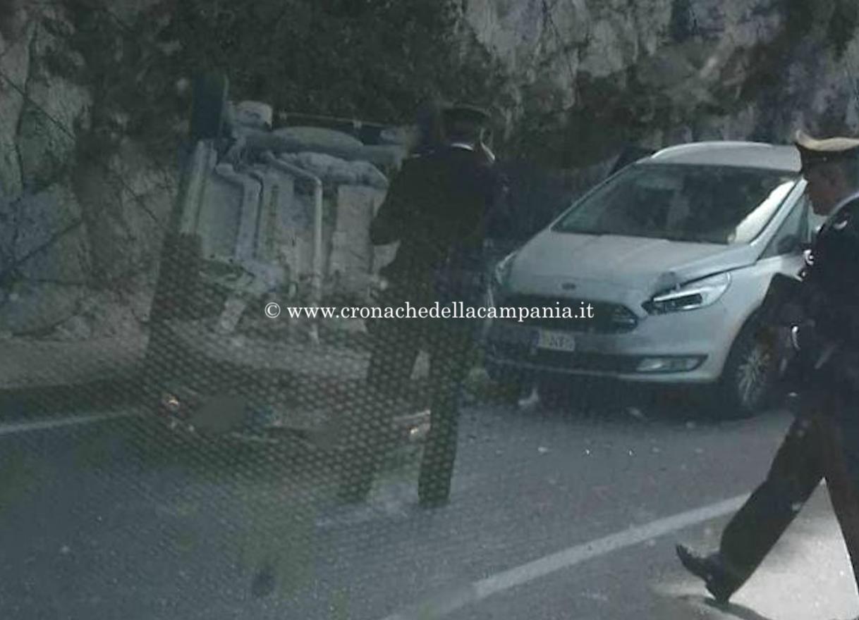 auto, Gragnano, si ribalta con l'auto a Punta Scutolo: illeso 49enne