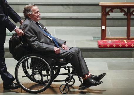 Bush padre sta meglio: esce dalla terapia intensiva
