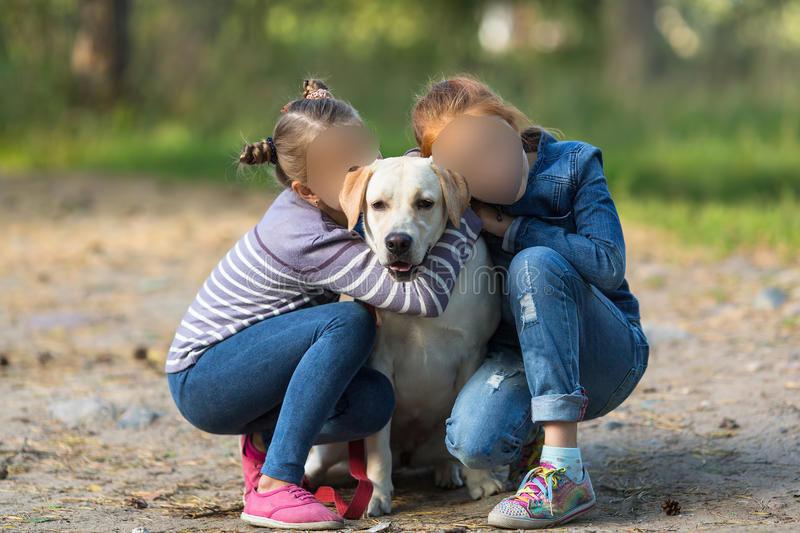 Gemelline di 4 anni scompaiono da casa insieme con il cane