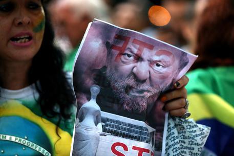 Sì al carcere per Lula