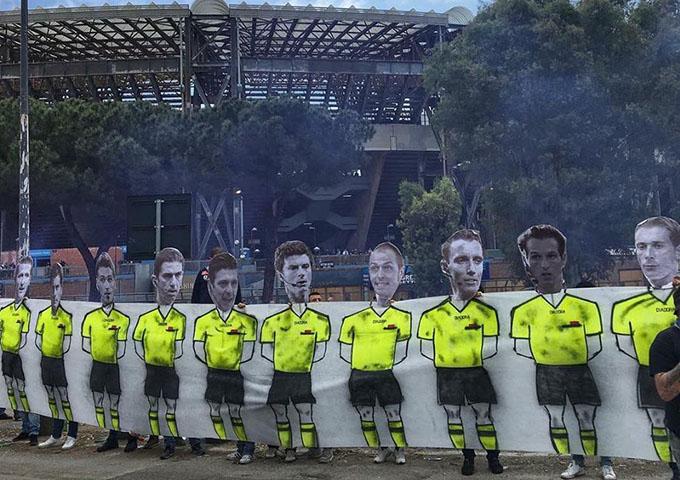 Protesta dei tifosi del Napoli: