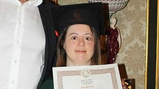 Napoli, la favola di Giulia: studentessa down laureata con 110 e lode