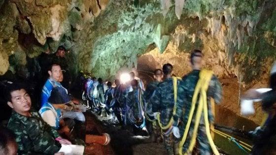 Ragazzi intrappolati in Thailandia, morto uno dei soccorritori