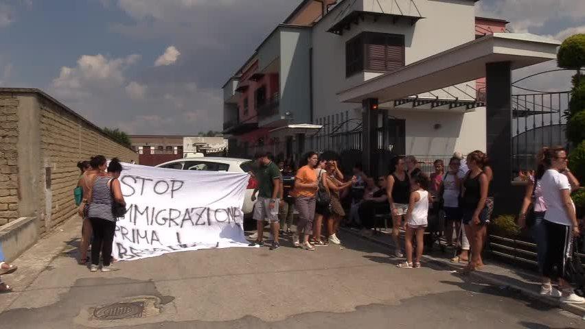 protesta contro imigranti