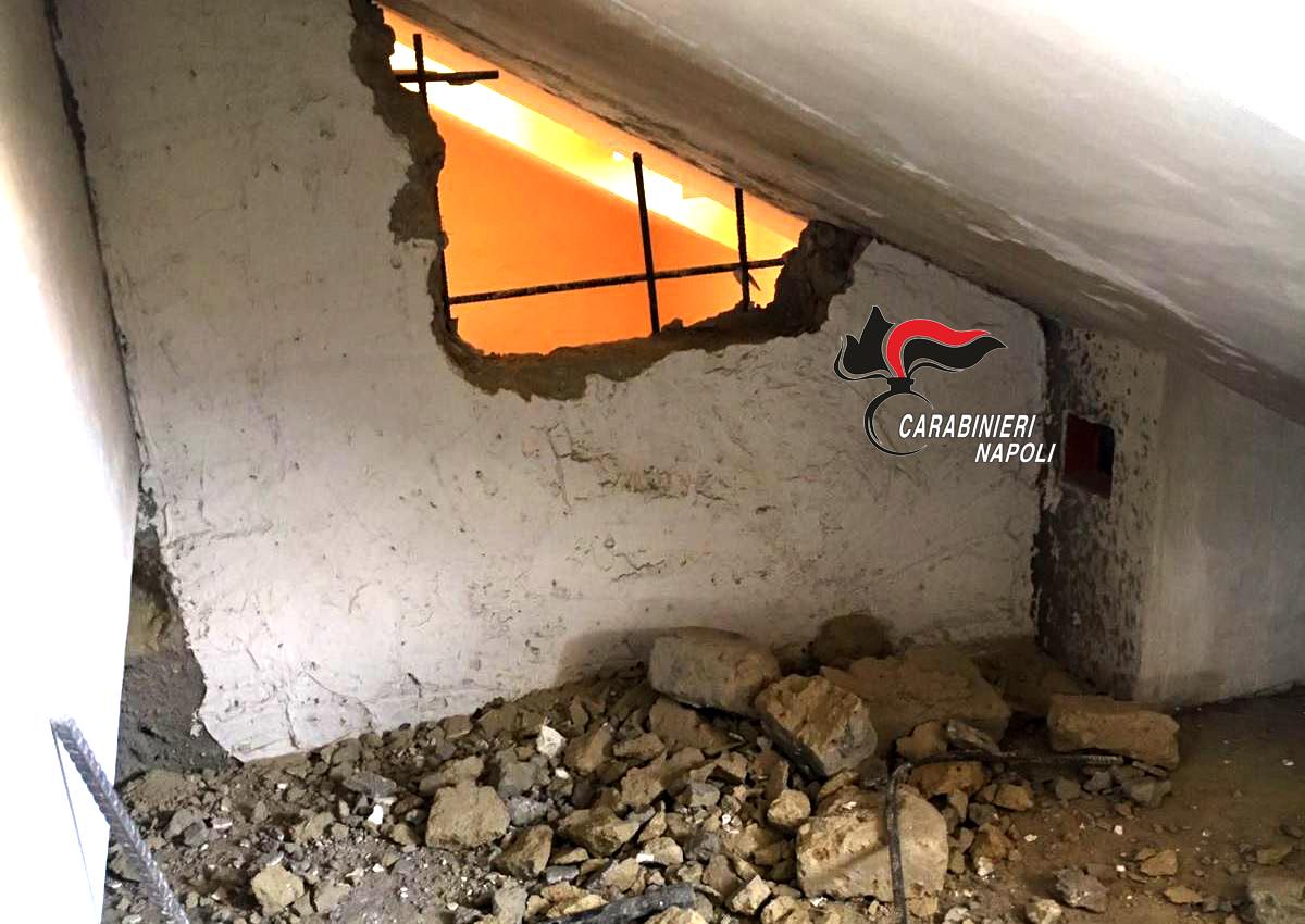 Volla Bucano Parete Per Razziare Un Appartamento Arrestati In Due