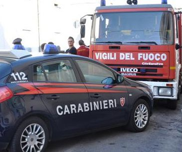 napoli carabinieri incendio