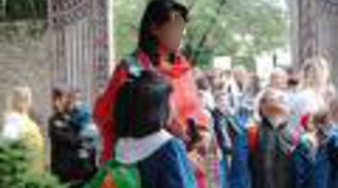 Varese, maestra la rimprovera per il ritardo: madre le sputa addosso