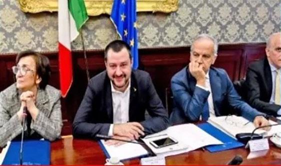 Di Maio contro Salvini: