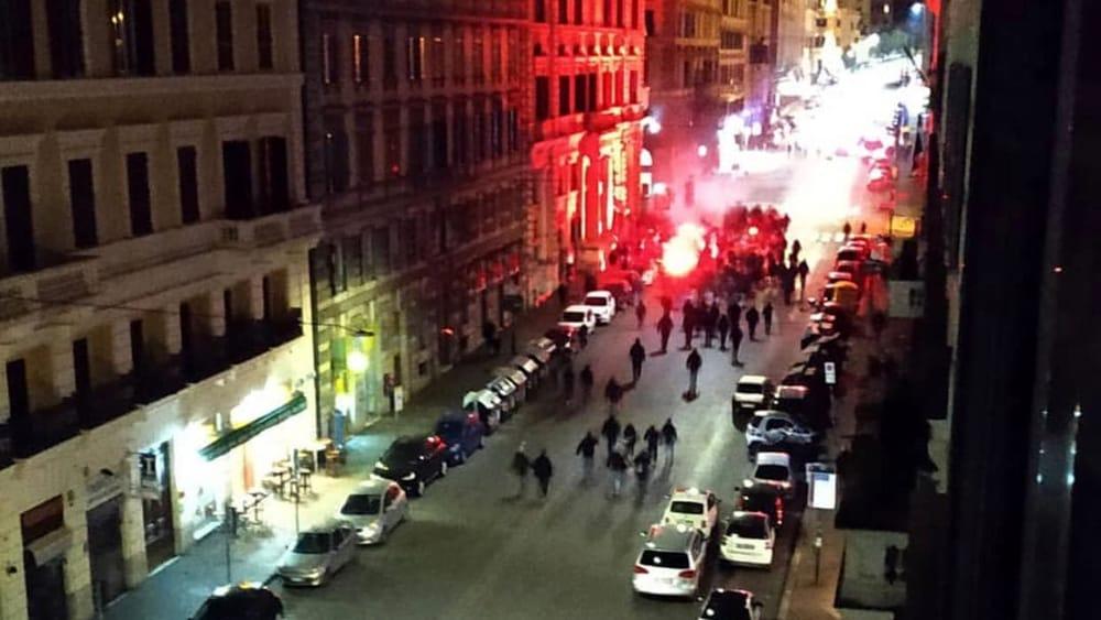 Roma, Lazio-Eintrachat: idrante contro gli ultrà tedeschi, 5 fermati