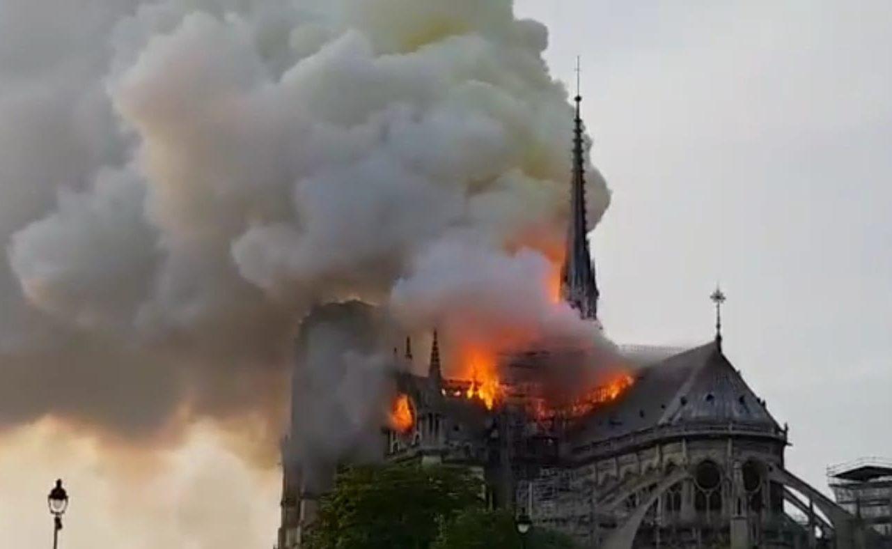 incendio Parigi e1555351014292