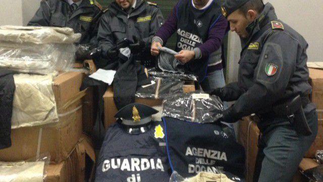 huge selection of 500de 62cde Capi di abbigliamento in acrilico spacciati per cachemire ...