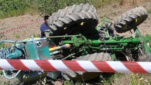 Agricoltore muore schiacciato dal trattore a Mondragone