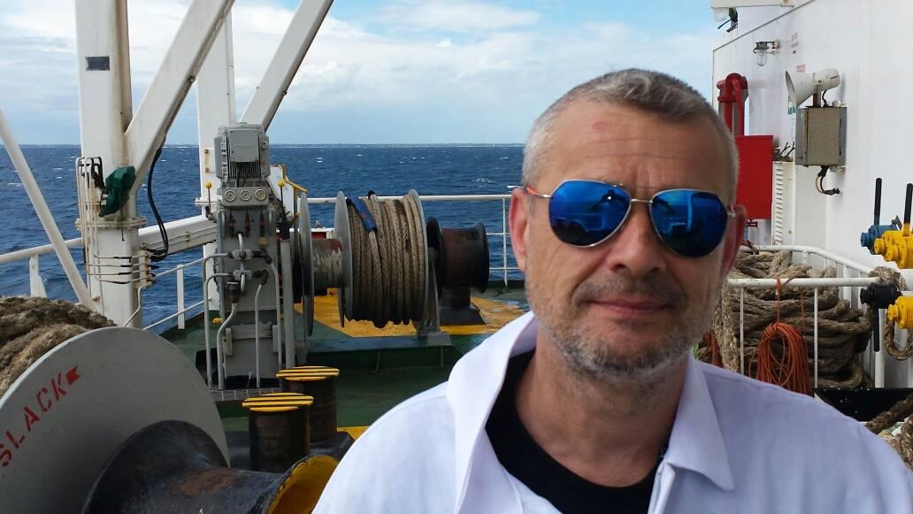 Incendio a bordo di nave della Synergas, muore marittimo italiano