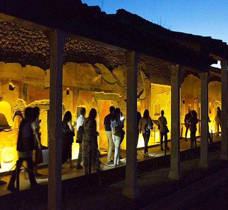 Campania le passeggiate notturne nei siti archeologici vesuviani