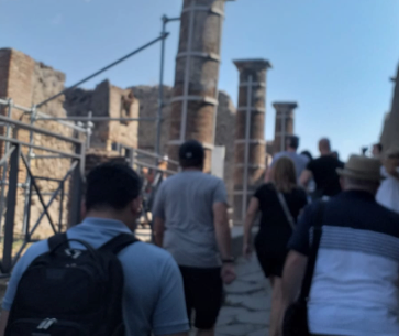 pompei scavi, Pompei, uomo negli scavi in orario chiusura: fermato