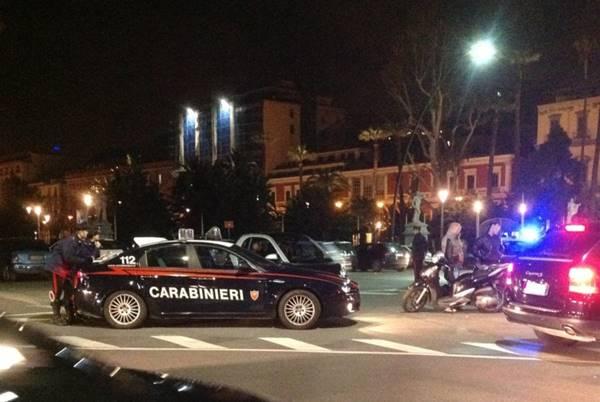 Napoli, controlli nella movida: non rispettano ordinanza regionale, denunciati i titolari di due locali