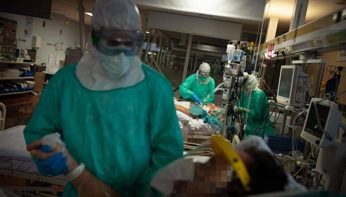 coronavirus ricoveri italia, Coronavirus: prosegue il calo dei ricoveri in Italia ma i casi sono ancora tanti: +3021 rispetto a ieri
