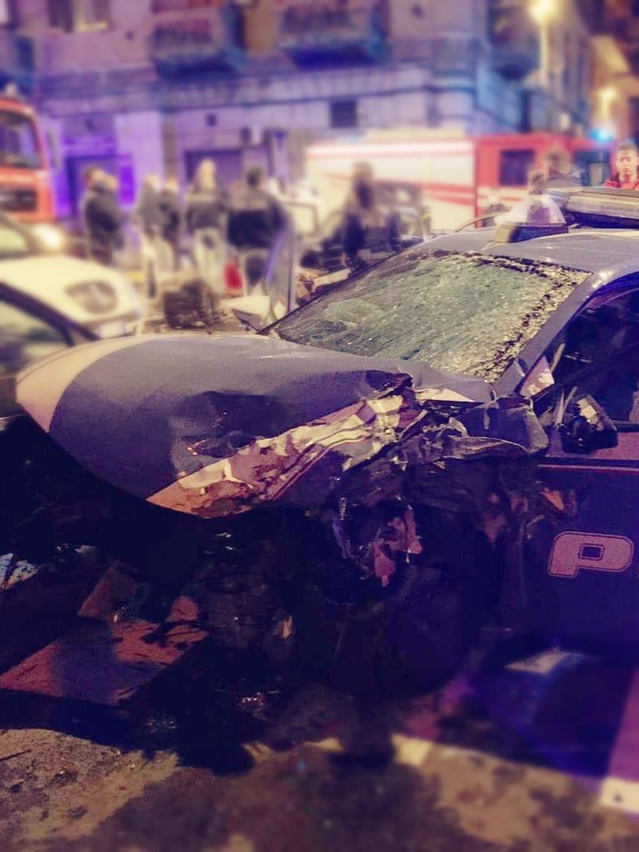 poliziotto morto apicella auto