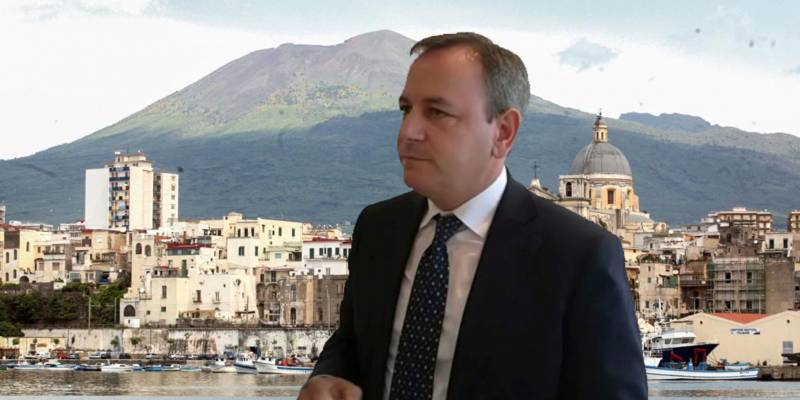 Covid in isolamento il sindaco di Torre Annunziata, Covid, in isolamento il sindaco di Torre Annunziata