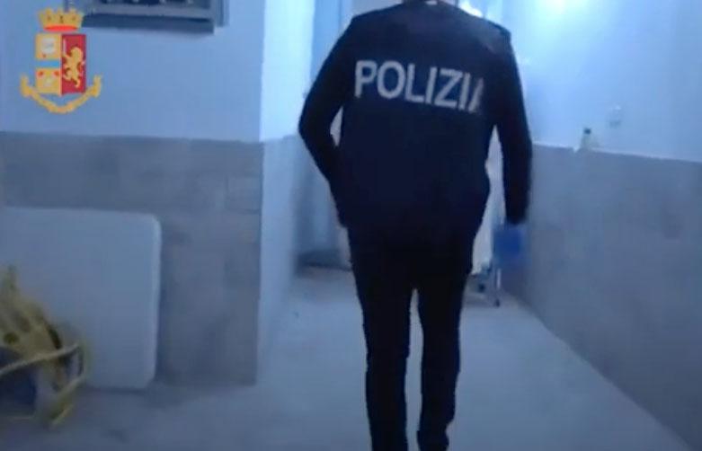 Poliziotto libero dal servizio arresta un rapinatore