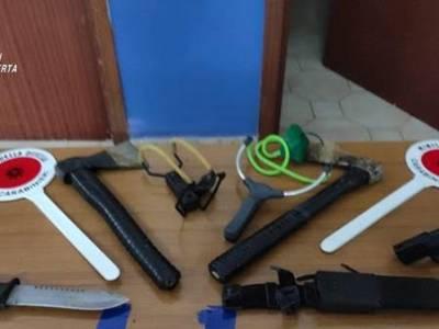 """I Carabinieri hanno arrestato """"Rambo"""" con armi corpo a corpo e d'assalto"""