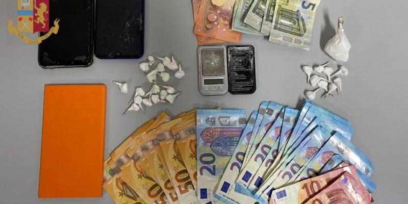 Spacciavano cocaina in piazza ad Acerra: arrestati in due