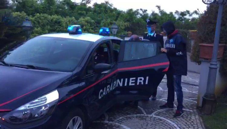 torre annunziata offre 100 euro ai carabinieri