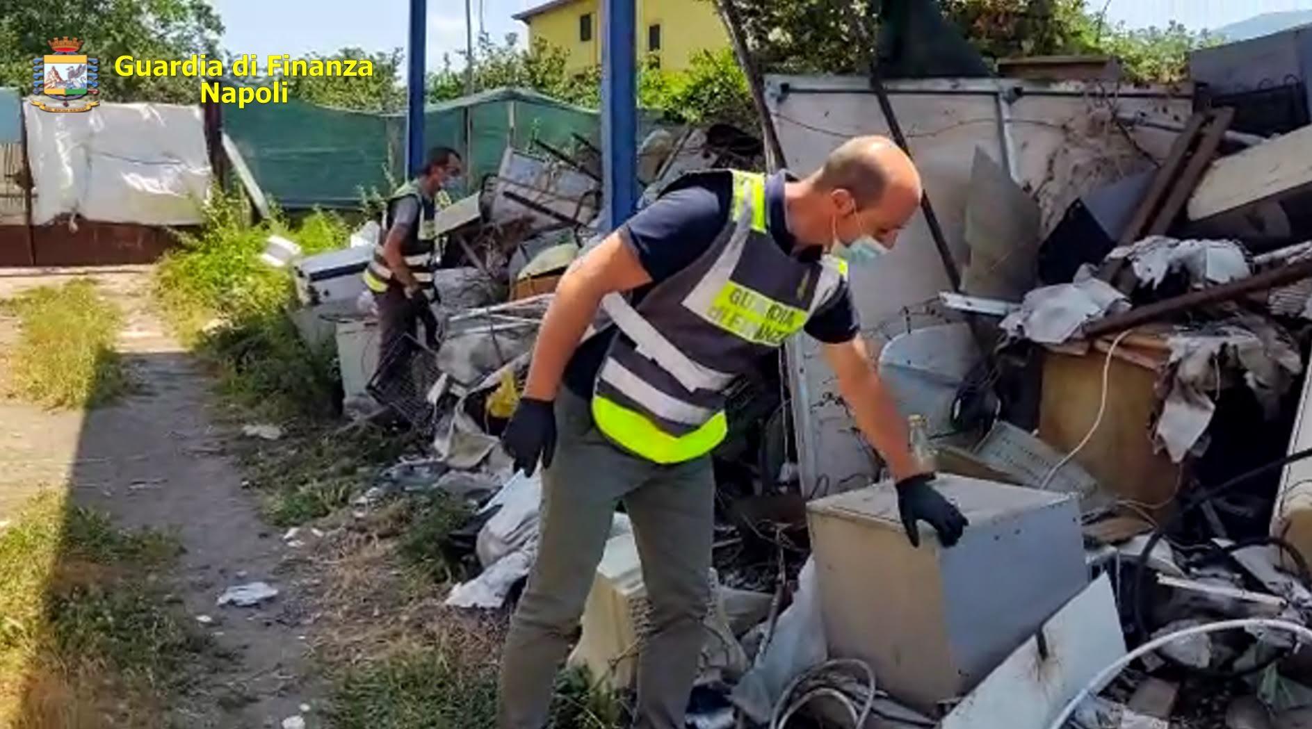 Sequestrate nel Nolano 65 tonnellate di rifiuti speciali