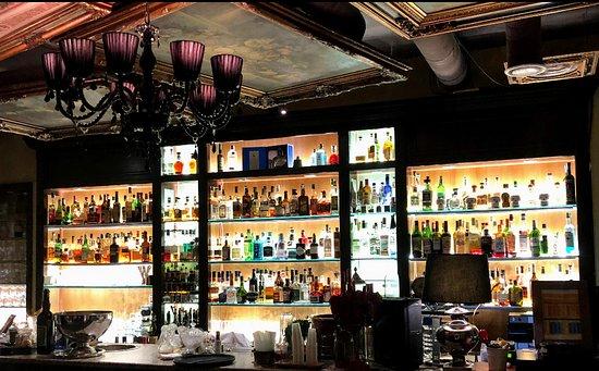 Napoli il 40% rinuncia alle ferie: bar e ristoranti sempre aperti